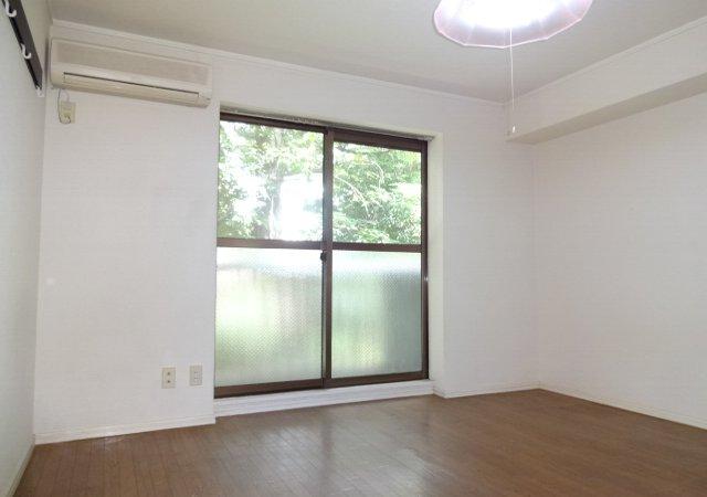 第11メゾンエステルナ 202号室の居室