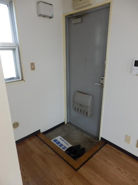 青木マンション 403号室の玄関