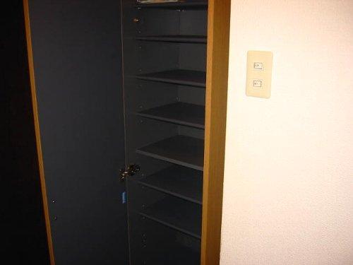 メゾンドエフ 102号室の収納