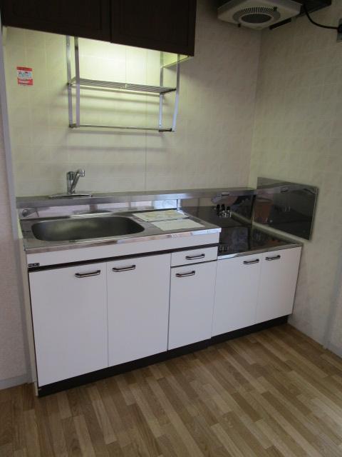 トリヴァンベール小林 301号室のキッチン