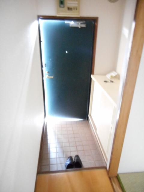 アパートメント21 305号室の玄関