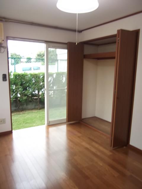 グランドールクサナギB 103号室のリビング