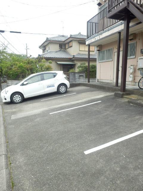 メゾン神谷 202号室の駐車場