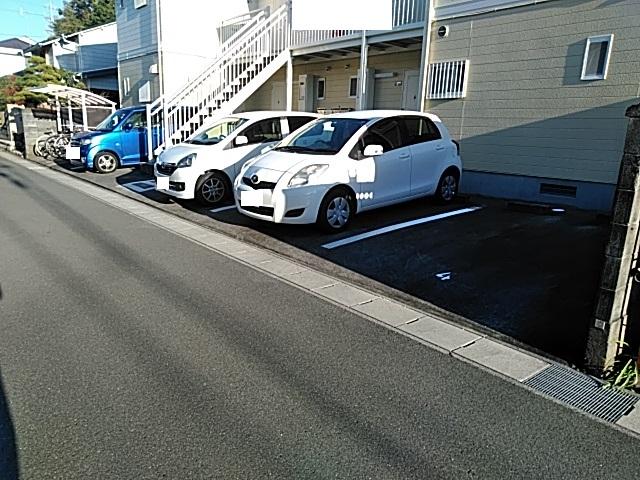 ラウム・ブリランテ 103号室の駐車場