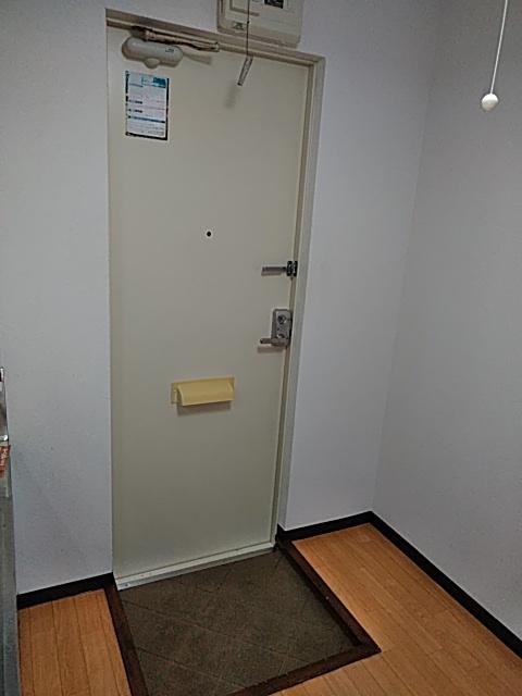 ラウム・ブリランテ 103号室の玄関