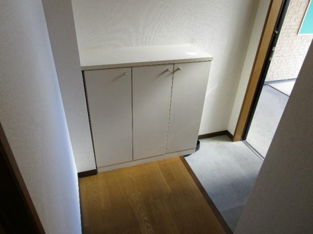 クラウンハイツN 101号室の玄関
