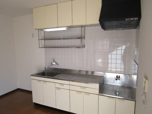 クラウンハイツN 101号室のキッチン