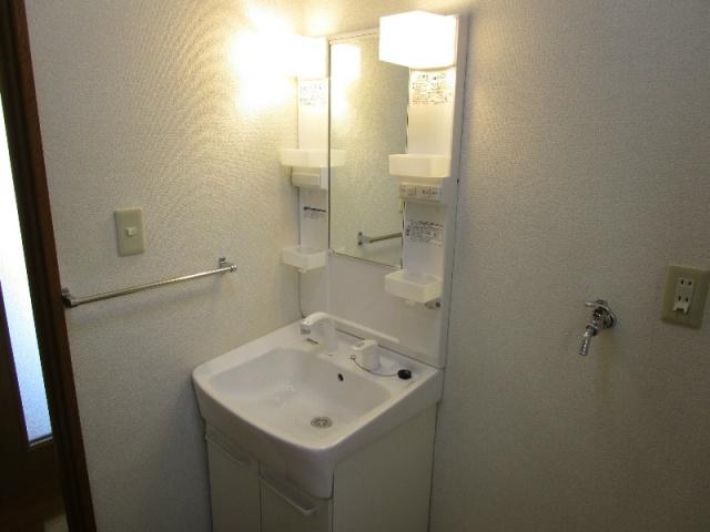 クラウンハイツN 101号室の洗面所