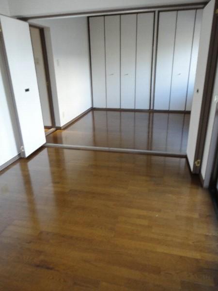 プリミエール勝川 101号室のリビング