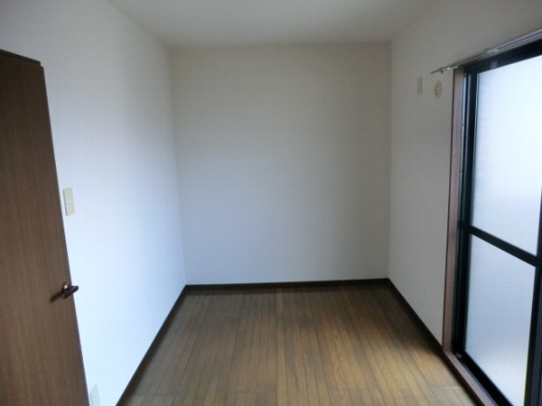 ボゥリーブ庄内 302号室のリビング