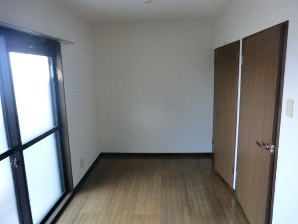 ボゥリーブ庄内 302号室のベッドルーム
