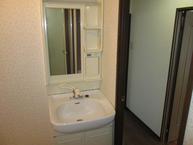 クレール神明 3B号室の洗面所