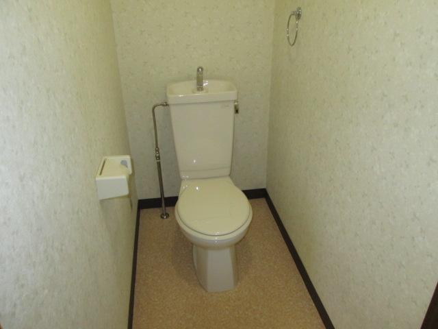クレール神明 3B号室のトイレ