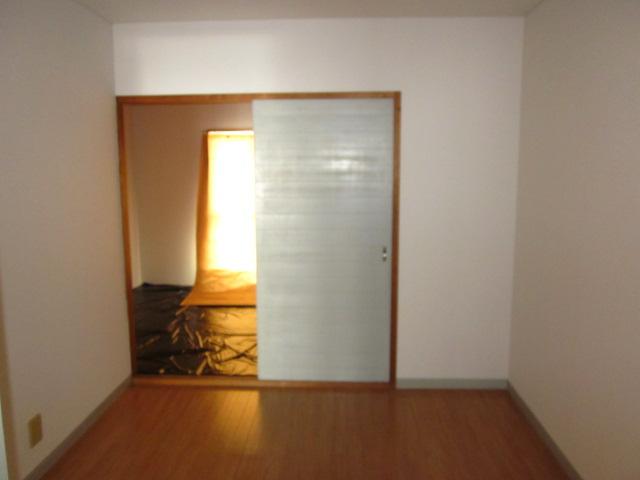 コミュニティタウン89 A-105号室の居室