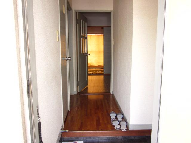 コミュニティタウン89 A-105号室の玄関