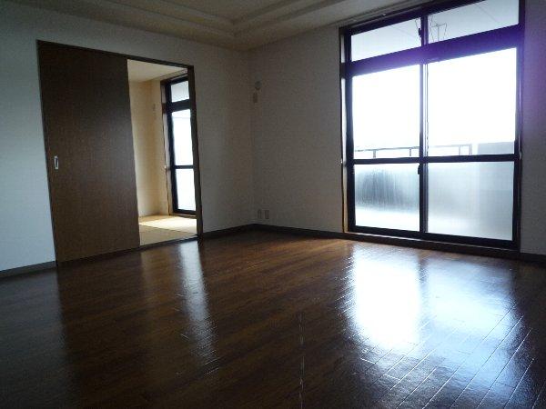 エイレーネ 302号室のリビング