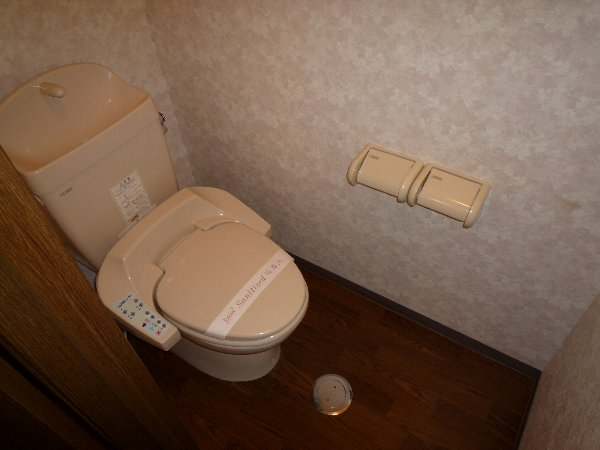 プロニティAOKI 201号室のトイレ