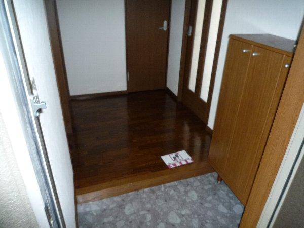プロニティAOKI 201号室の玄関