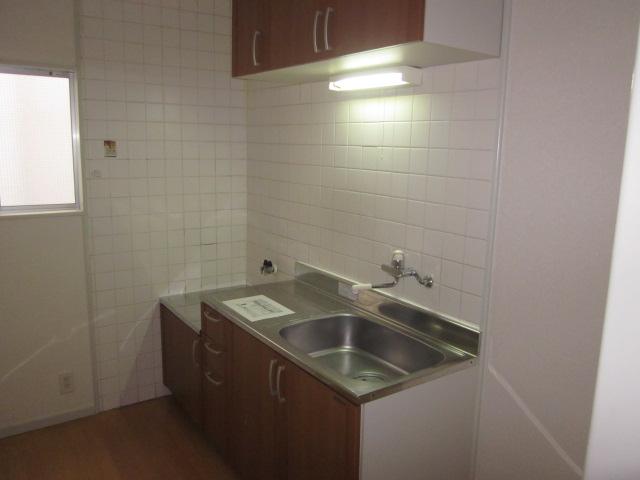 美春マンション 301号室のキッチン