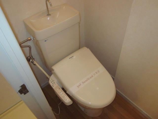 美春マンション 301号室のトイレ