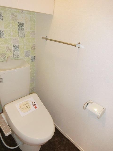 レジデンス朝日町 B棟 106号室のトイレ