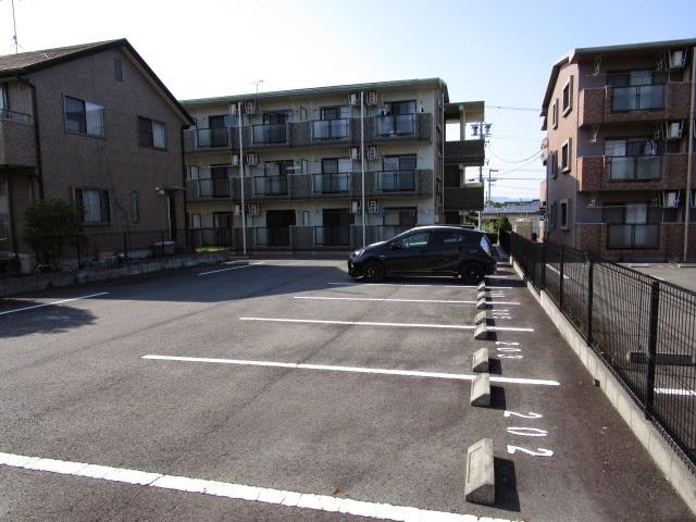 マンションアルティア Ⅱ 207号室の駐車場