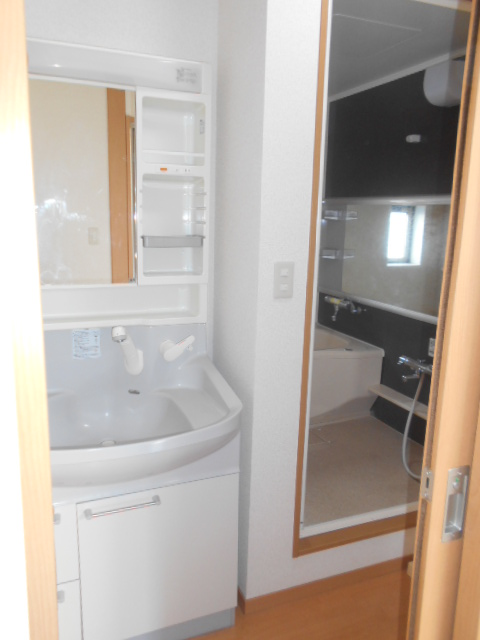 コートラフィーネD 101号室の洗面所
