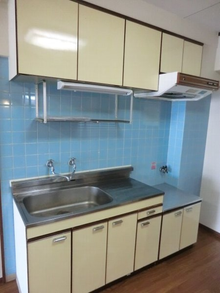 日香苑 205号室のキッチン