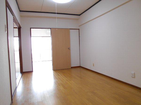 日香苑 303号室のリビング
