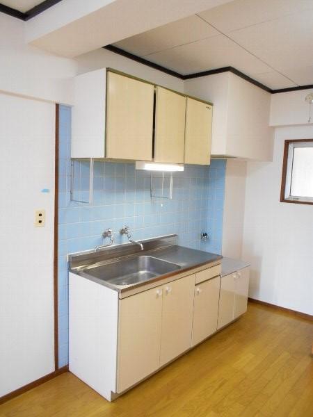 日香苑 303号室のキッチン