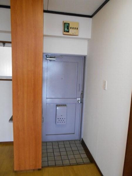 日香苑 303号室の玄関