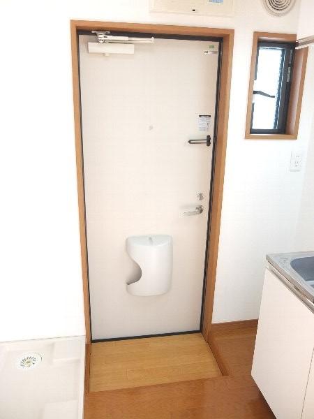 TOSHIハウス 202号室の玄関
