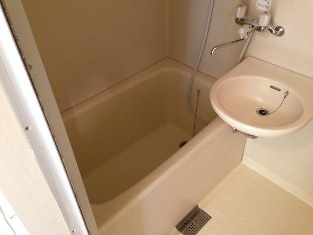 ラピス等々力 303号室の風呂