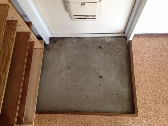 ラピス等々力 303号室の玄関