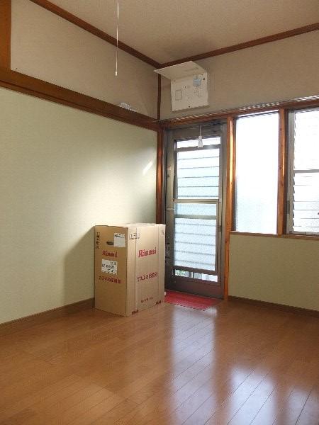 TOSHIハウス 203号室の居室