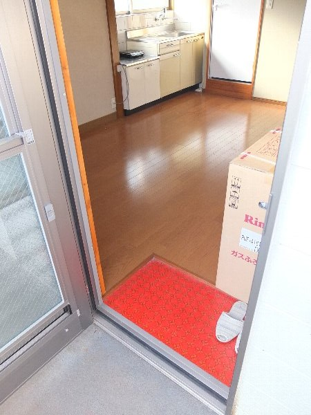 TOSHIハウス 203号室の玄関