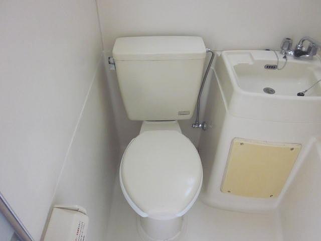 スターホームズ井土ヶ谷2 201号室のトイレ