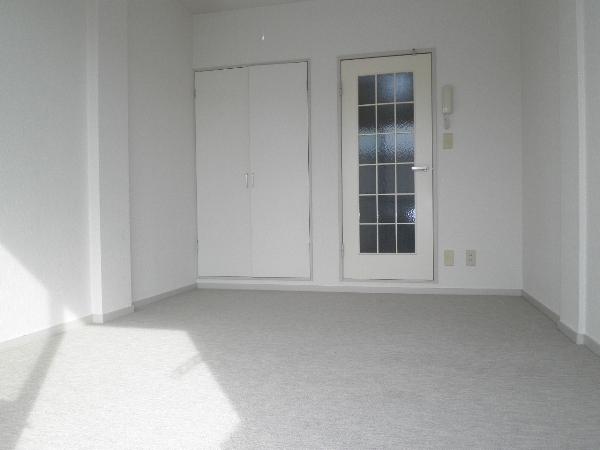 アヴィオンⅠ 00101号室のリビング