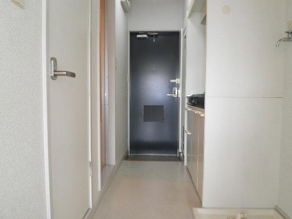 アヴィオンⅠ 00101号室の玄関
