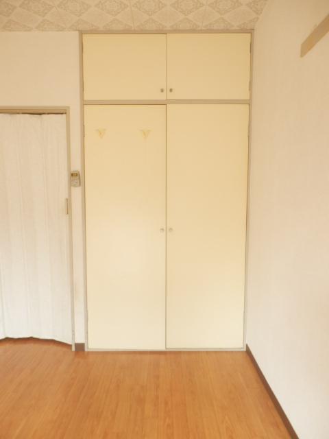 ビューラー三ケ島Ⅱ 00202号室の収納