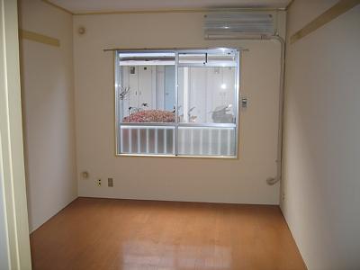 コーポ二葉2号A棟 106号室のリビング