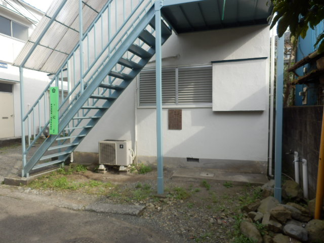 第1高尾荘 201号室の駐車場