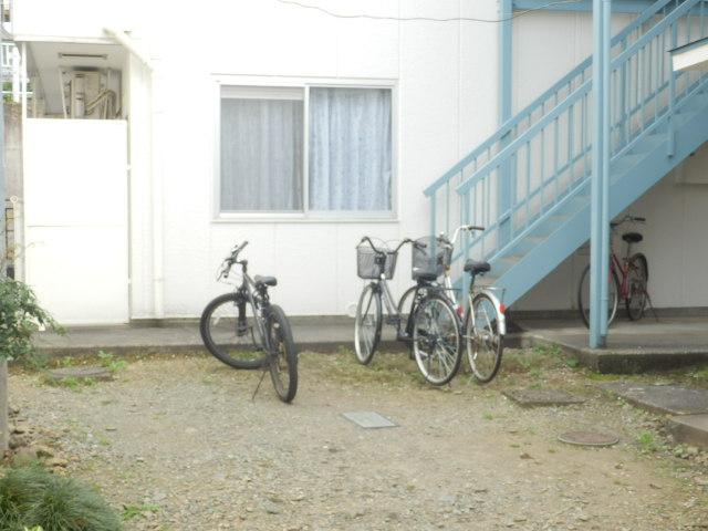 第5高尾荘 101号室の駐車場