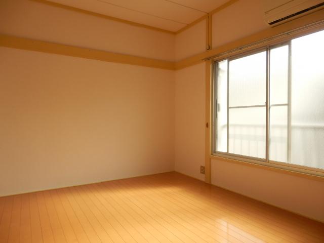 第5高尾荘 101号室のリビング