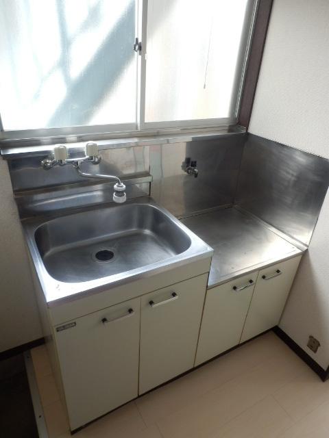 第5高尾荘 101号室のキッチン