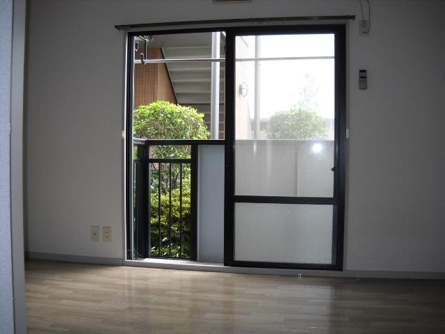 サンライズタウンK 108号室のリビング