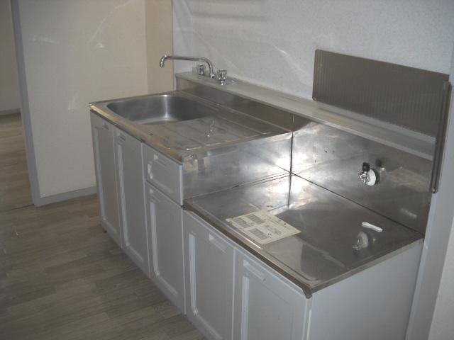 サンライズタウンK 108号室のキッチン