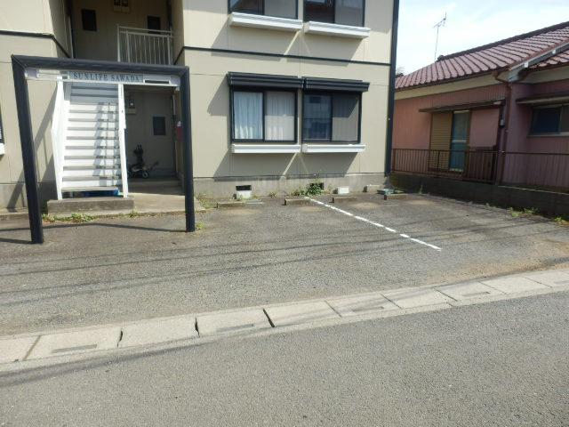 サンライフサワダ B201号室の駐車場
