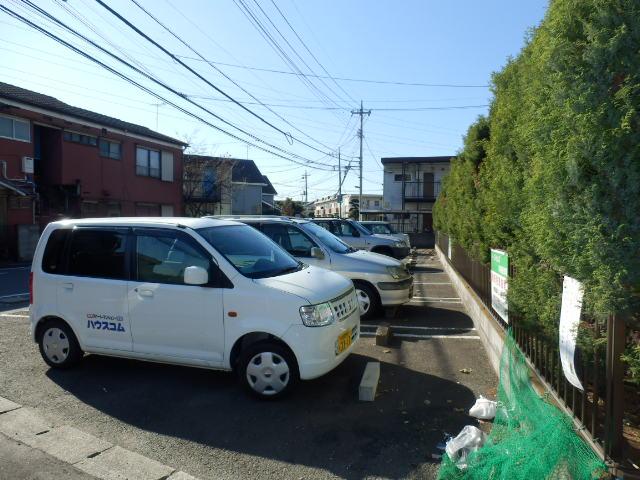 イーストヒルズ A201号室の駐車場