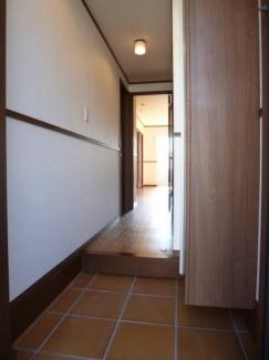 アクア A 105号室の玄関